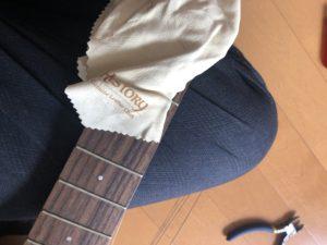 ギターを磨く